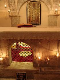 Рака с мощами св. Николая (Базилика Сан Никола, г.Бари, Италия)