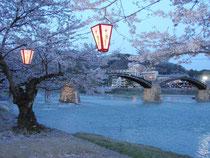 夕暮れ時の錦帯橋