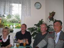 Vositzender Gerhard Bauer (rechts) und weitere Vorstandsmitglieder