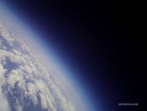 Livebild über die Erde aus 22 km Höhe