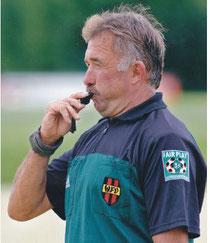 Alois Steiner beim letzten Abpfiff als Landesliga-Schiedsrichter