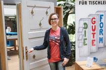 Franziska Kühne an Ihrem Siegerstück. Die Garderobe wird zukünftig in Ihrer eigenen Wohnung Platz finden.
