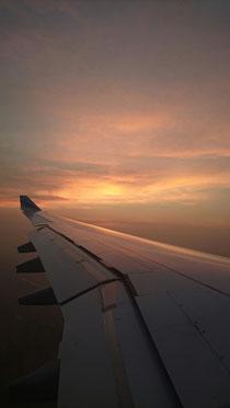 Sonnenaufgang im Flieger