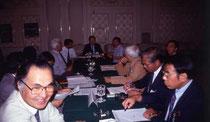 写真1:1992年8月ソウルでのIFLA大会理事会 左:小林 右:ミン・コーユー