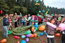 Luftballonschlacht.