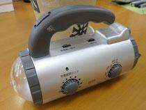 災害対策!手回し充電ラジオライト