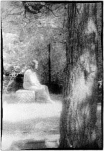 una foto infrarosso del 1991 che ritrarrebbe uno spettro femminile