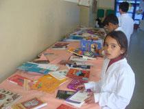 Exposición de libros durante la maratón