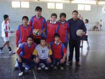 Alumnos de la delegación de El Portezuelo con el Prof. Alejandro Páez