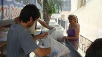 Cliente adquiere su producto en Malanzán