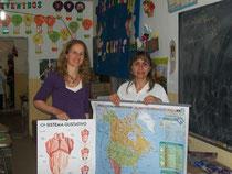 Mariana con la Directora de la escuela Silvana Gramajo