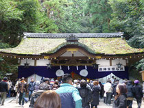 摂社 狭井神社 拝殿
