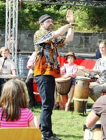 Gunter Best gibt Zeichen im Drumcircle