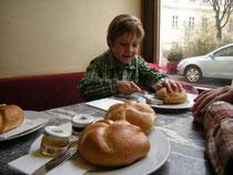 Im Café Schottenstift