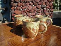 椿の灰釉を使ったマグカップ