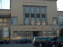 Autor: Anneli Salo von http://commons.wikimedia.org/wiki/File:Landesbibliotek_Linz_H6827_C.jpg