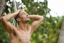 un shake FiguActiv mélangé à du jus de fruit après le sport et une douche froide