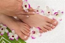 L'huile de menthe, le romarin et le menthol exercent un effet bienfaisant et stimulant sur les pieds fatigués, protègent contre les odeurs de pieds et maintiennent les pieds au sec.