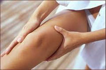 Les vergetures apparaissent souvent dans les zones de tension de la peau
