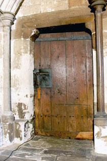 1050年の世界最古ドアもここで見れる。