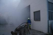 Feuer in Werkstatthalle