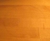 Wasserrand vom Glas auf Holz