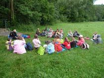 Grundschulklasse am Kirbach