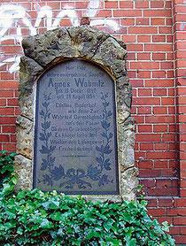 Grabstein von Agnes Wabnitz auf dem Friedhofspark Pappelallee