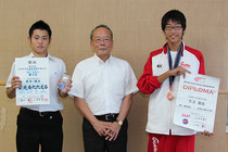 太田市長と・・・鈴木(左)と生方