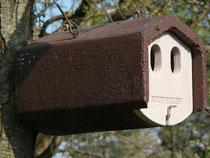 Holzbetonkasten für Halbhöhlenbrüter (Aufgehängt 11.4.2009)