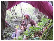 Gerd im Wald unterwegs mit W. D. Storl
