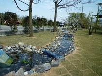 ヤマサ園芸 丹原 川