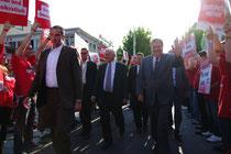 Steinmeier und Beck im Anmarsch! Klar, dass das Wahlmobil auch da war.
