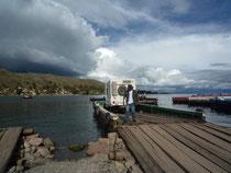Un land sur le Titicaca