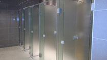 Glassysteme, Glasanlagen, Glastrennwände, Trennwände, WC Trennwände, Duschtrennwände, Schamtrennwände, Umkleidekabinen, Garderobenschränke, GSK Worm GmbH, hochwertige toilettentrennwände aus glas