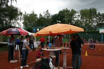 Zum 3. Sommerfest des TC Rot-Weiss Dillingen am 29.06.2013 ab 14.00 Uhr sind alle Vereinsmitglieder, Familien, Freunde und Interessierte herzlich eingeladen. Es lohnt sich !