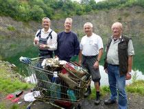 Johannes van de Braak, Ulrich Kuczkowiak, Rainer Viehof (Xarifa), Hans-Werner Rauer und der geborgene Müll