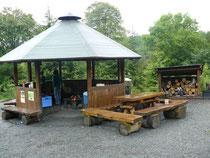 Überdachte Feuerstelle, Robinsonspielplatz Harz