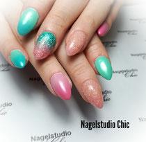 Glitter nail art met een collerboom van licht naar donker