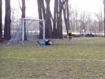 Der Ball ist im Tor - 1 : 2