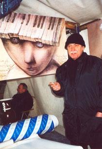 Florian Zielinski  mit dem Plakat von Stasys