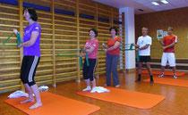 Training mit dem Thera - Band zur Kräftigung der Rotatorenmanschette