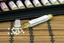 Bild von homöopathischen Arzneimittelröhrchen