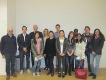 Egon Jüttner (Dritter von links) mit Dr. Ludovic Roy (links) und den Studenten