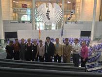 Die Praktikanten der amerikanischen Botschaft auf der Besuchertribüne im Plenar-saal des Deutschen Bundestages