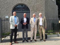 (von links nach rechts): Andreas Lochbühler, Thomas Strobl, Karlheinz Lochbühler und Egon Jüttner vor dem Aufzugsmuseum in Seckenheim