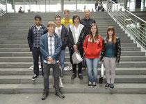 Tim Zenker mit Schülerinnen und Schülern des PPG