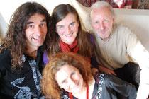 Das Einklang-Team mit Gastmusiker Chiko U. (von links nach rechts: Chiko, Birgit, Rotraut, Werner)