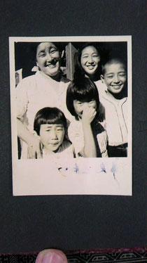 写真:幡谷家の人々
