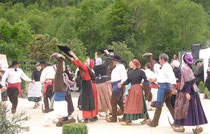 Les Biroussans organisent chaque année des festivités folkloriques à l'occasion de la Saint-Jean
